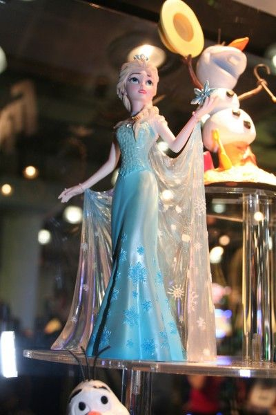 frozen-elsa-diamond-comic-distributors