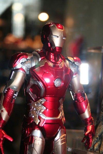 iron-man-close-up-diamond-comics-distributors
