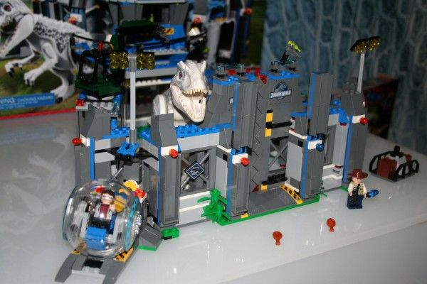 jurassic-world-lego-indominus-rex-breakout-set-3