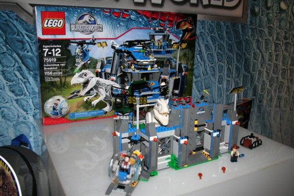 jurassic-world-lego-indominus-rex-breakout-set
