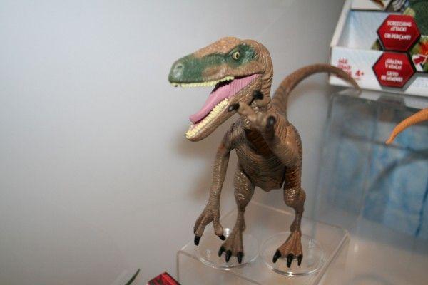 jurassic-world-raptor-figure-1