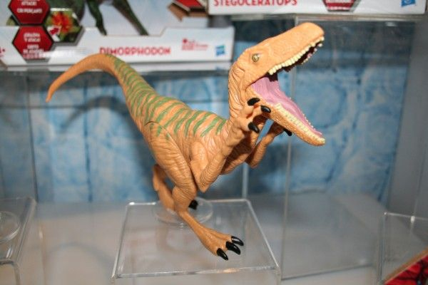 jurassic-world-raptor-figure-2