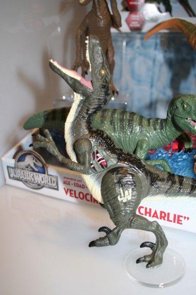jurassic-world-raptor-figure-3