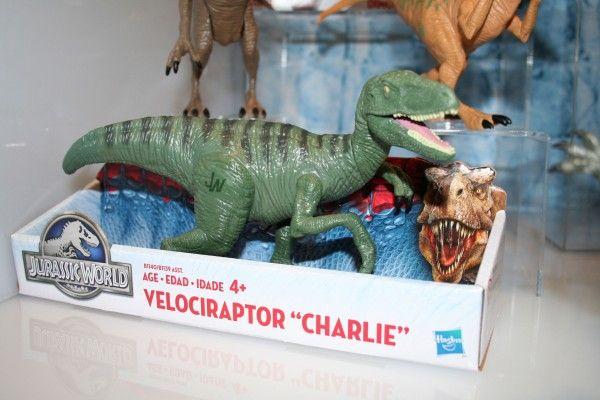 jurassic-world-raptor-figure-4