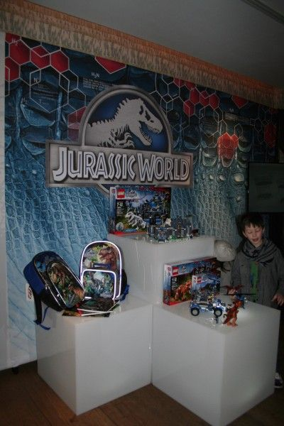 jurassic-world-school-supply-lego-display