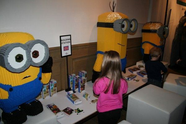 minions-building-station