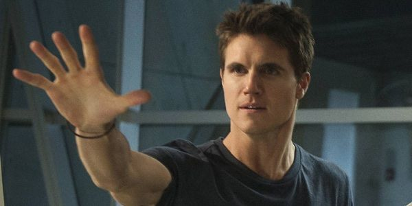 robbie amell vk