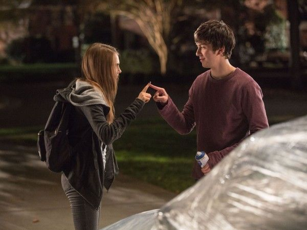 paper-towns-nat-wolff-cara-delevinge