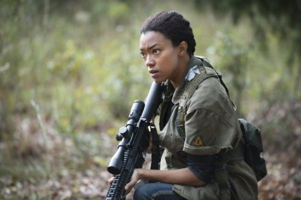 the-walking-dead-image-forget-sonequa-martin-green