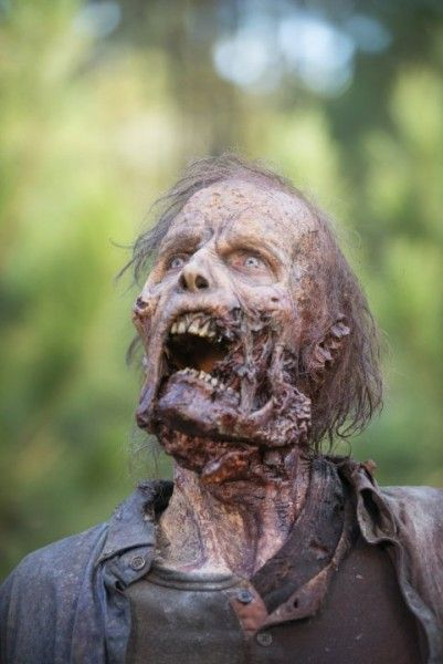 fear-the-walking-dead-1-zombie