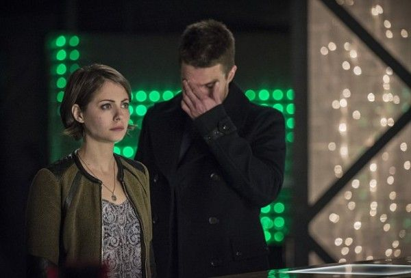 arrow-caption-this-oliver-thea-image