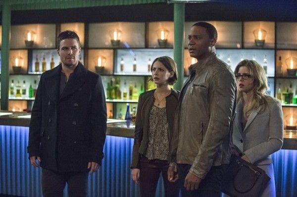 arrow-image-broken-arrow-stephen-amell-willa-holland-david-ramsey-emily-bett-rickards