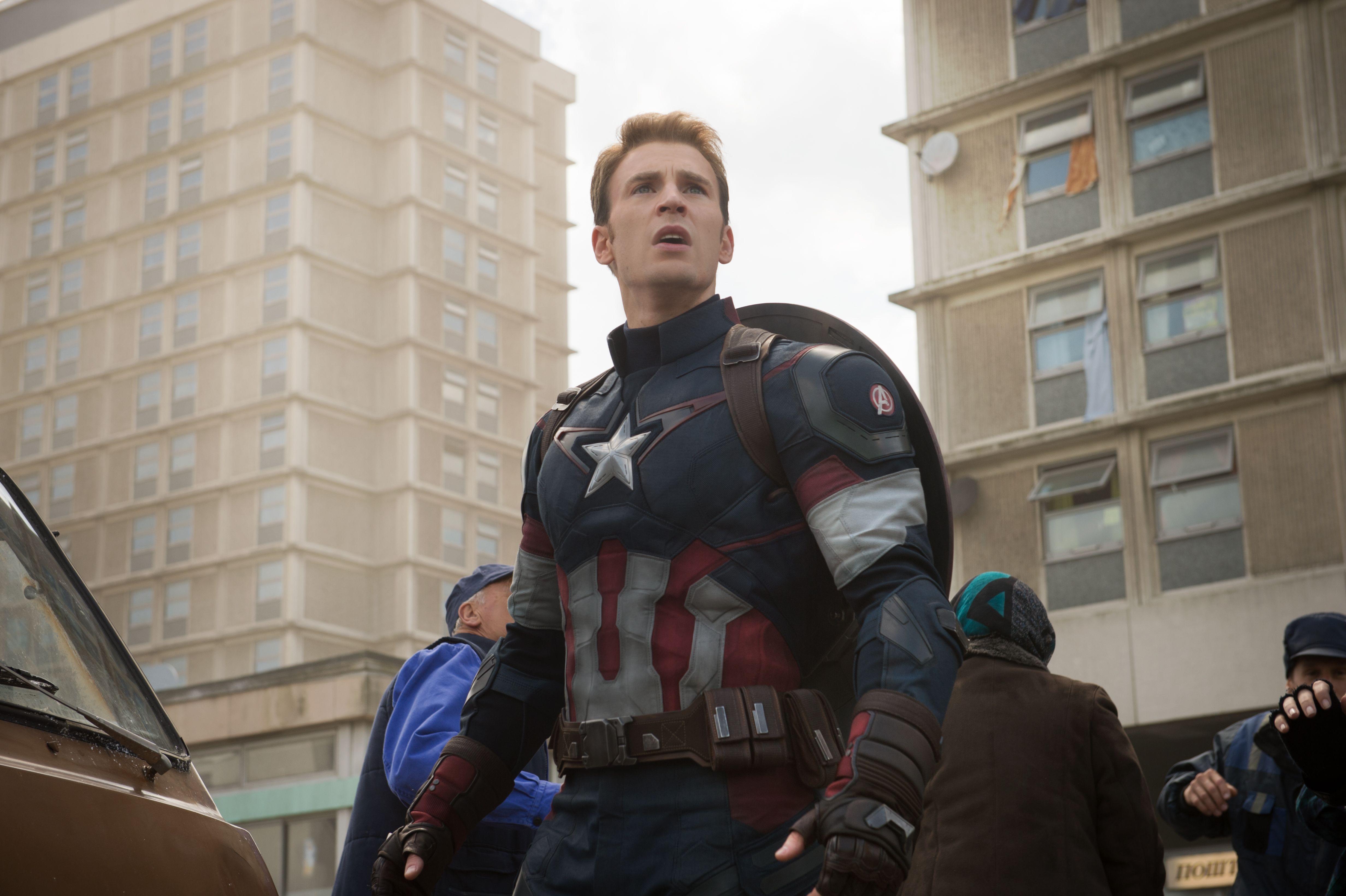 Captain America 3 Civil War Adds Martin Freeman | Collider