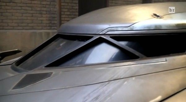 batman-v-superman-batmobile-windshield