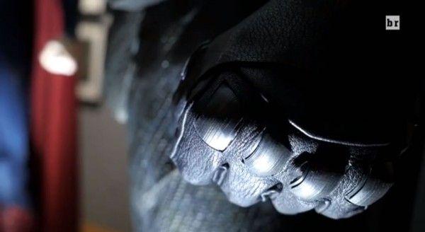 batman-v-superman-costume-gloves