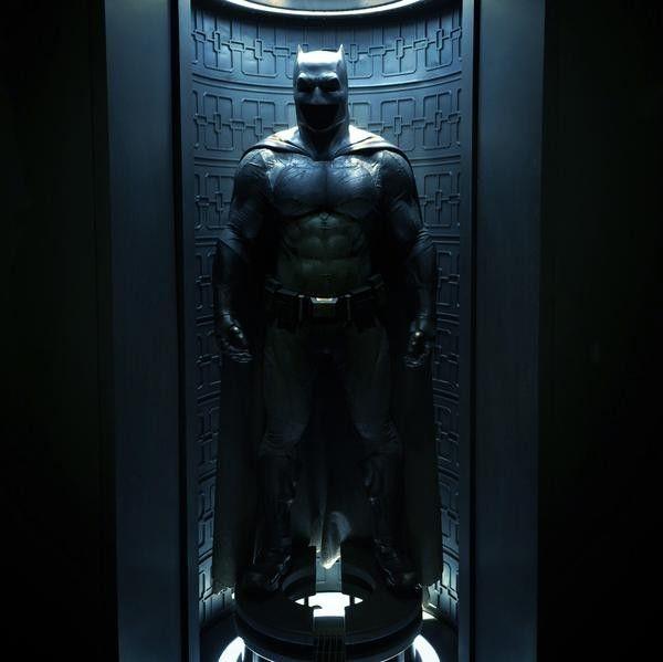 Batman Suit: Batman Vs Superman Batsuit Image Broods Its Way Online