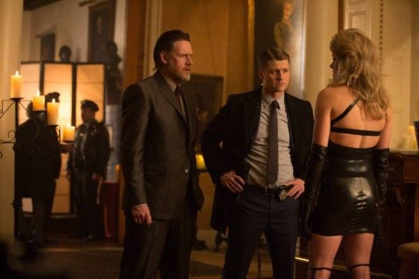 gotham-image-anvil-or-the-hammer-donal-logue-ben-mckenzie
