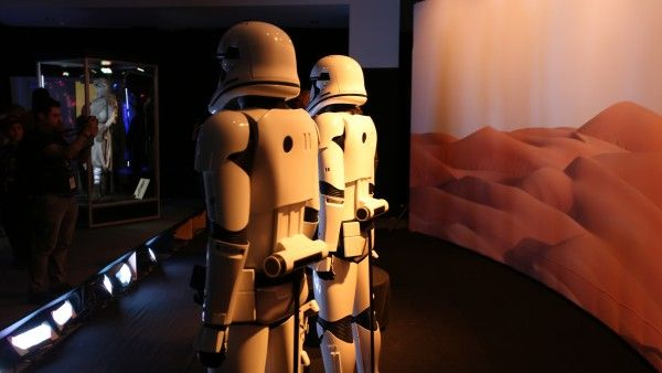 star-wars-7-costimes-props (52)