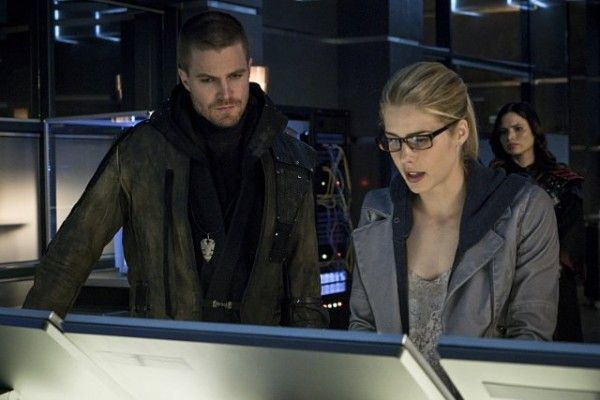 arrow-season-3-finale-image-stephen-amell-emily-bett-rickards-wednesday-tv-ratings