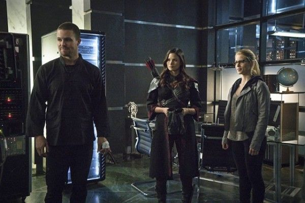 arrow-season-3-finale-image-stephen-amell-katrina-law-emily-bett-rickards