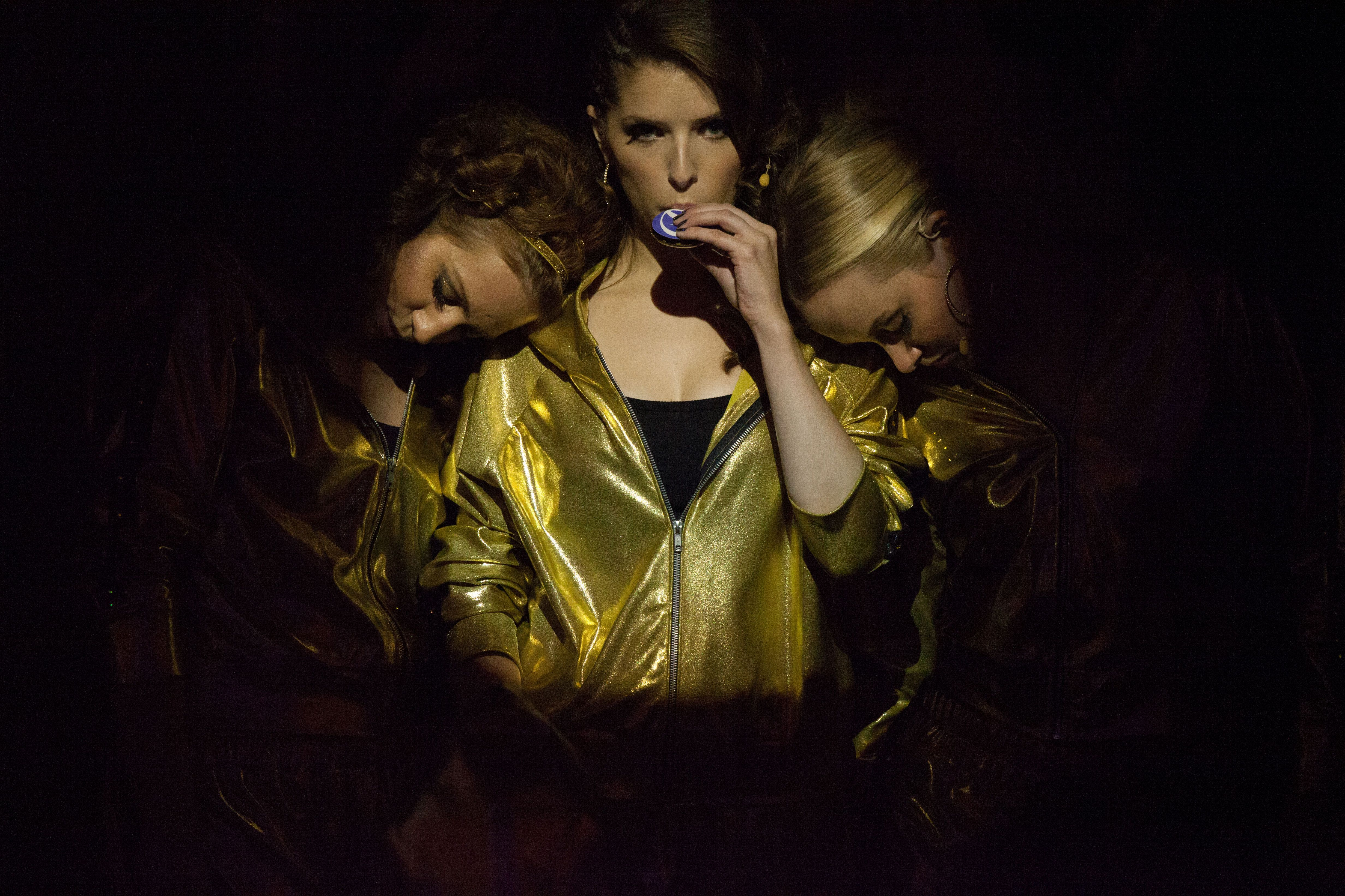 Pitch Perfect 2: Hailee Steinfeld and Brittany Snow on ...