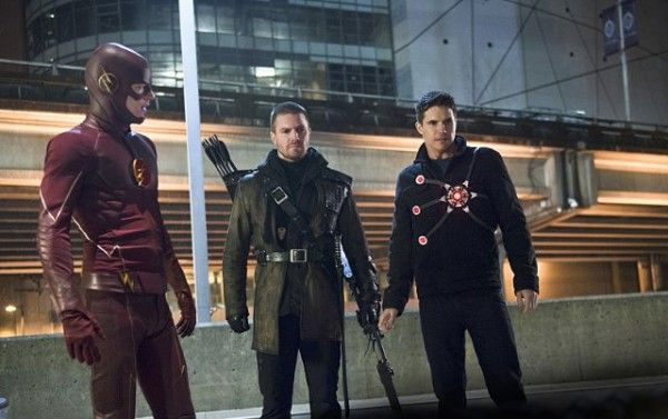 the-flash-image-rogue-air-grant-gustin-stephen-amell-robbie-amell