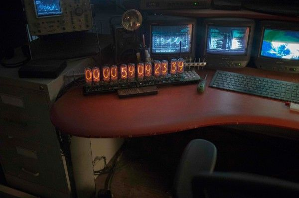 tomorrowland-image-clock
