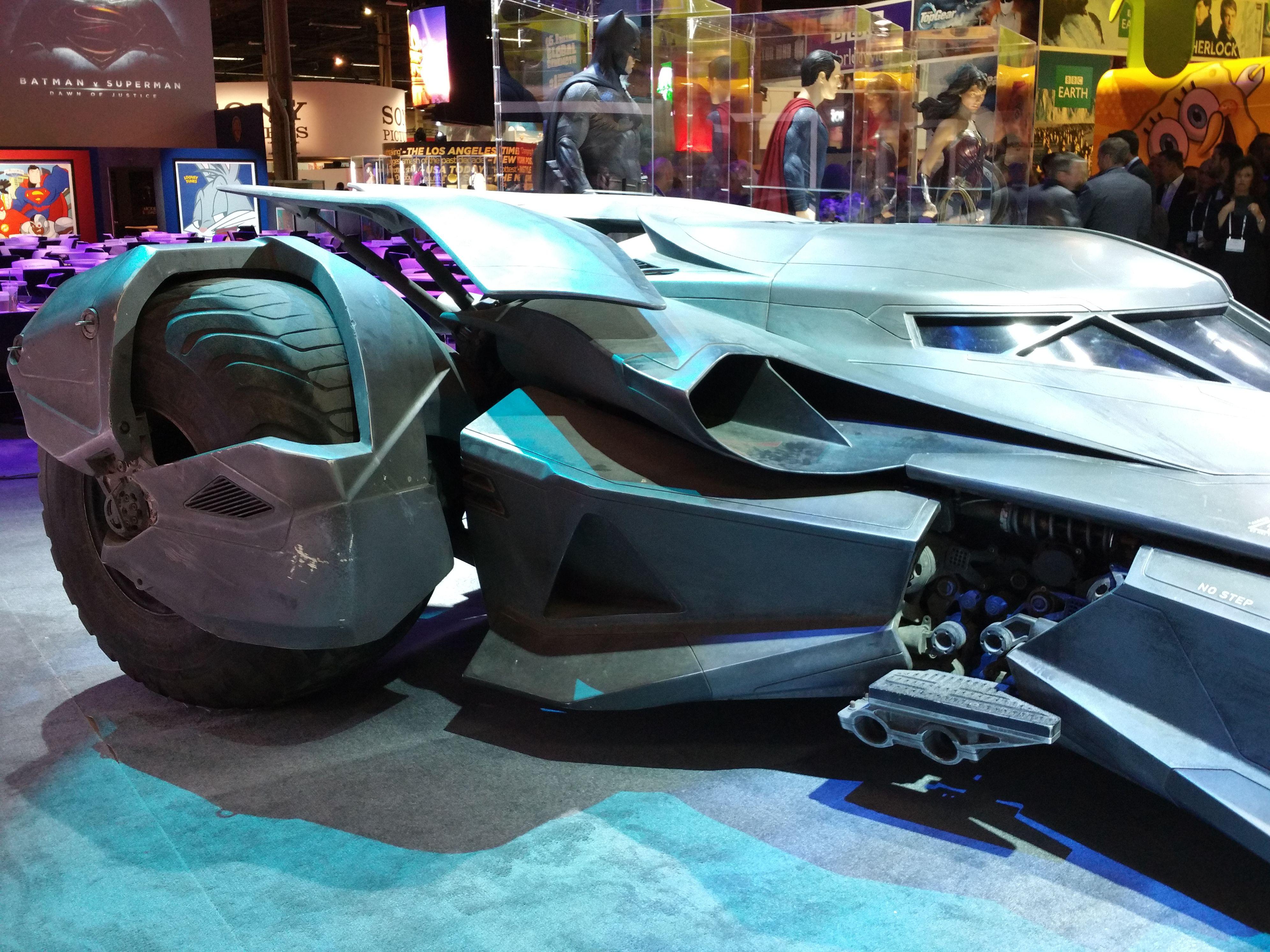 Batman vs. Superman: Batmobile Pictures Offer Hi-Res Look ...