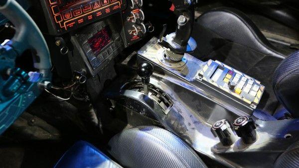 batman-vs-superman-batmobile-gearshift-image