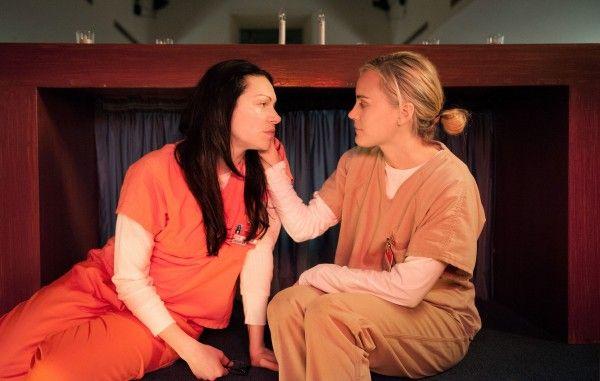 orange-is-the-new-black-episode-301-laura-prepon-taylor-schilling
