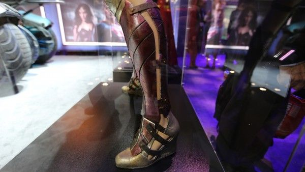 Batman vs. Superman Pictures Reveal Wonder Woman Costume ...