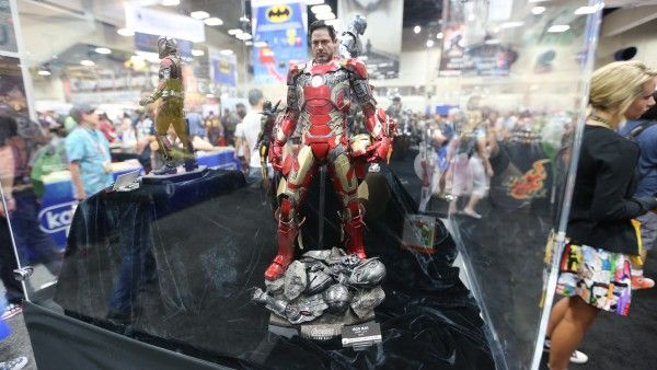 avengers-hot-toys-sideshow-collectibles-booth-picture-comic-con (1)