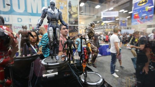avengers-hot-toys-sideshow-collectibles-booth-picture-comic-con (2)