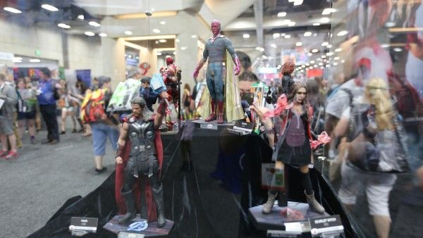 avengers-hot-toys-sideshow-collectibles-booth-picture-comic-con (5)