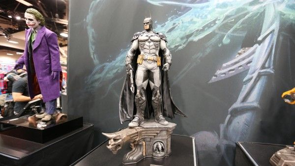 batman-hot-toys-sideshow-collectibles-booth-picture-comic-con (1)