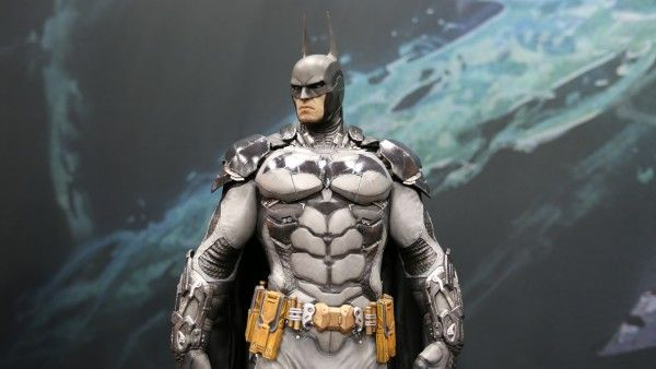 batman-hot-toys-sideshow-collectibles-booth-picture-comic-con (2)