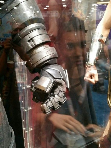 batman-v-superman-armor-image-comic-con-2015