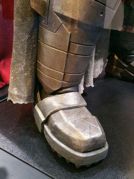batman-v-superman-armor-image-comic-con-closeup