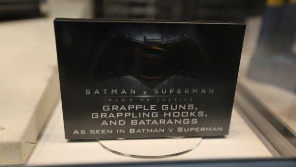 batman-vs-superman-grapple-gun (1)