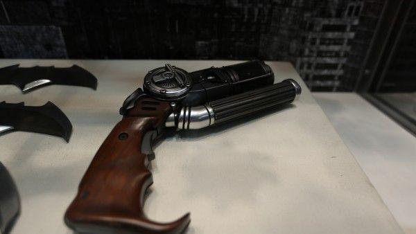 batman-vs-superman-grapple-gun (3)
