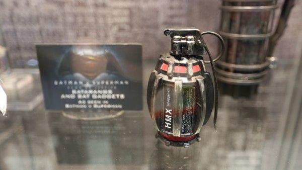 batman-vs-superman-grenade-launcher-sticky-bombs (2)