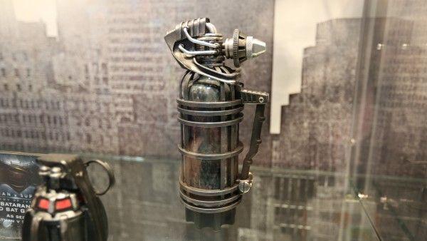 batman-vs-superman-grenade-launcher-sticky-bombs (3)