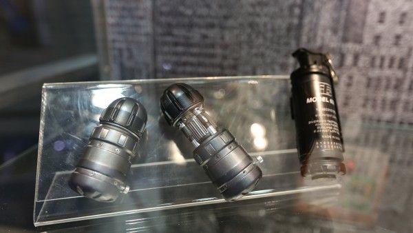 batman-vs-superman-grenade-launcher-sticky-bombs (4)