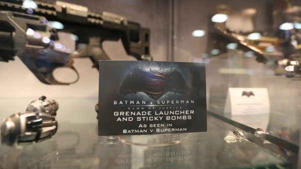 batman-vs-superman-grenade-launcher-sticky-bombs (8)