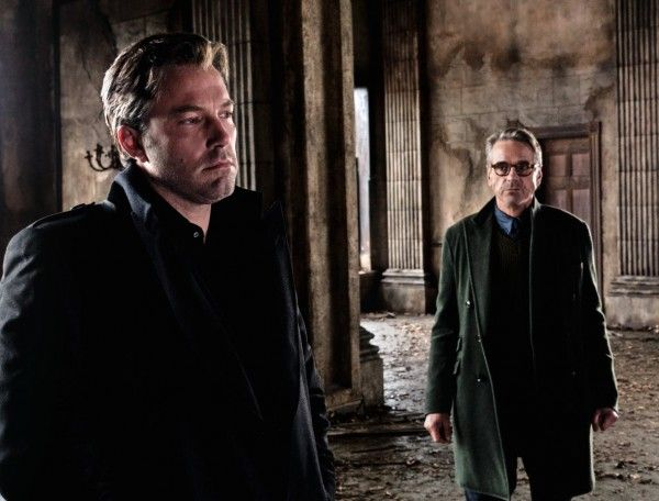 batman-vs-superman-image-ben-affleck-jeremy-irons