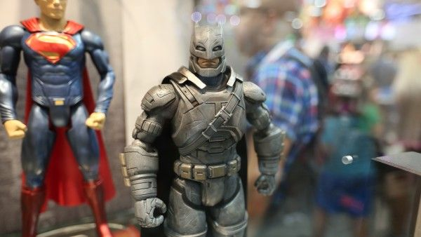 batman-vs-superman-movie-toy-comic-con (4)