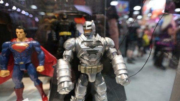 batman-vs-superman-movie-toy-comic-con (6)