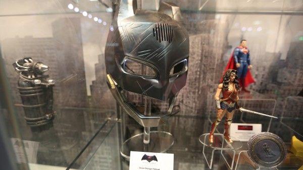 batman-vs-superman-voice-changer-helmet (1)