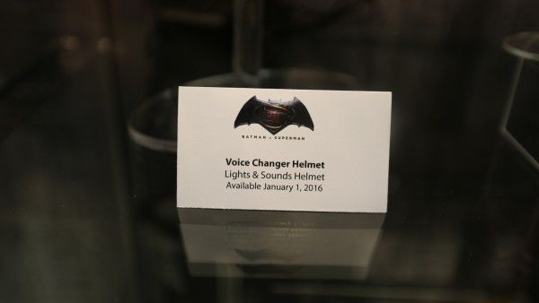 batman-vs-superman-voice-changer-helmet (2)