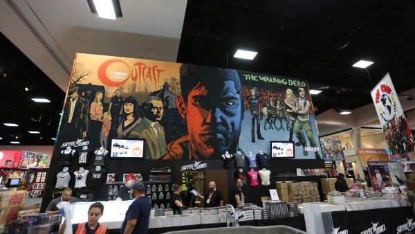 comic-con-2015-convention-floor-picture-image (100)